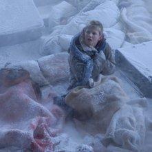 Alexander Ludwig in una scena dell'horror Il risveglio delle tenebre