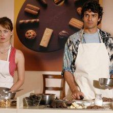 Violante Placido con Luca Argentero in una scena di Lezioni di Cioccolato