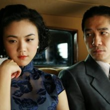 Tony Leung con Wei Tang in Lust, Caution