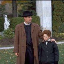 Timothy Dalton e Jonathan Malen in una scena di POSSESSED