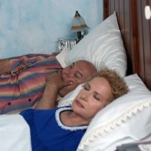 Lino Banfi con Giuliana Calandra in una scena del film L'allenatore nel pallone 2 (2007)