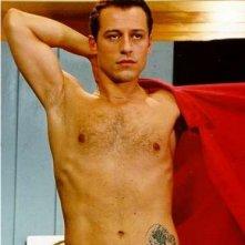 Stefano Accorsi a torso nudo in una scena de Le fate ignoranti
