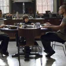 Alice Braga, Charlie Tahan e Will Smith in in una scena di Io sono leggenda