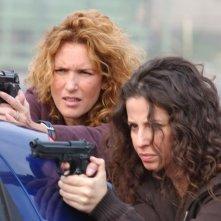 Lucrezia Lante della Rovere e Anna Ammirati in una scena d'azione di 'Donna detective'