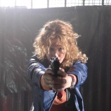 Lucrezia Lante della Rovere in una scena d'azione di 'Donna detective'