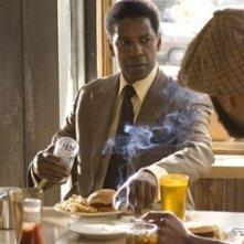 Denzel Washington nel film American Gangster