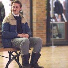 Ryan Gosling in una scena di Lars e una ragazza tutta sua