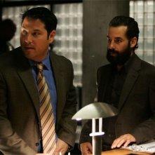 Heroes Volume II - Episodio 2: Matt (Greg Grunberg) e Nathan (Adrian Pasdar) tentano di portare alla luce verità sepolte.
