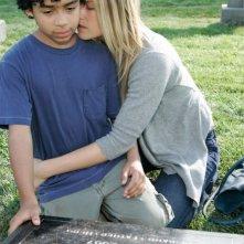 Heroes Volume II - Episodio 3: Niki (Ali Larter) e Micah (Noah Gray-Cabey) sulla tomba di D.L. (Leonard Roberts)