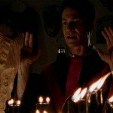 Robin Sachs in una scena dell'episodio 'Halloween' di Buffy - L'ammazzavampiri