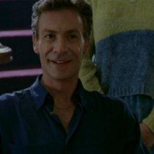 Robin Sachs in una scena dell'episodio 'Oscurità' di Buffy - L'ammazzavampiri