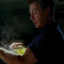 Robin Sachs in una sequenza dell'episodio 'Oscurità' di Buffy - L'ammazzavampiri