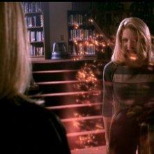 Elizabeth Anne Allen in azione in una scena dell'episodio 'Caccia all'uomo' di Buffy - L'ammazzavampiri
