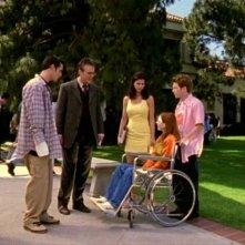 Alyson Hannigan, Seth Green, Charisma Carpenter, Anthony Head e Nicholas Brendon in una scena dell'episodio 'L'inizio della storia (2ª parte)' di Buffy - L'ammazzavampiri