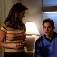 Charisma Carpenter e Nicholas Brendon in una scena dell'episodio 'L'inizio della storia (2ª parte)' di Buffy - L'ammazzavampiri