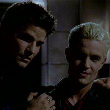 David Boreanaz e James Marsters in una sequenza dell'episodio 'L'inizio della storia (2ª parte)' della seconda stagione di Buffy - L'ammazzavampiri