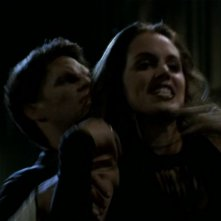 Eliza Dushku in una scena dell'episodio 'L'incantesimo' di Buffy - L'ammazzavampiri