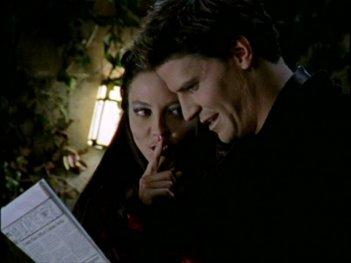 Juliet Landau e David Boreanaz in una scena dell'episodio 'L'inizio della storia (1ª parte)' della seconda stagione di Buffy - L'ammazzavampiri