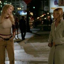 Sarah Michelle Gellar e Julia Lee in una scena dell'episodio 'Identità segreta' di Buffy - L'ammazzavampiri