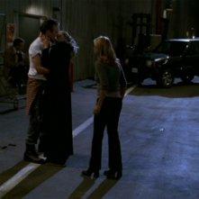 Kristine Sutherland, Anthony Head e Sarah Michelle Gellar in una scena dell'episodio 'I dolci della banda' di Buffy - L'ammazzavampiri