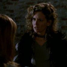 Kristine Sutherland in una scena dell'episodio 'I dolci della banda' di Buffy - L'ammazzavampiri