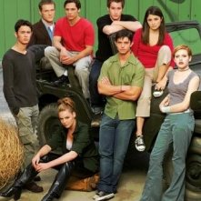 Un'immagine promozionale del cast di Roswell