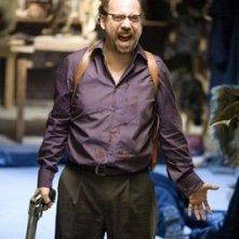 Paul Giamatti in una sequenza del film Shoot 'Em Up