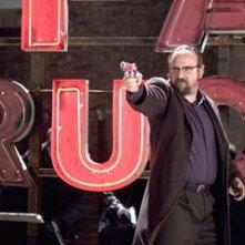Paul Giamatti nel film Shoot 'Em Up