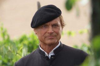 Terence Hill nel primo episodio della sesta stagione di Don Matteo
