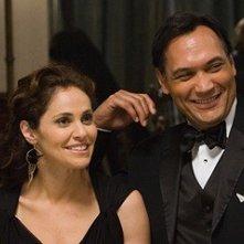 Amy Brenneman e Jimmy Smits in una sequenza del film Il club di Jane Austen