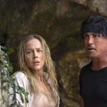Sylvester Stallone e Julie Benz in una scena di John Rambo