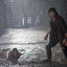 Sylvester Stallone e Julie Benz in una sequenza del film John Rambo