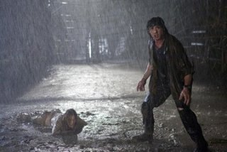 Sylvester Stallone e Julie Benz in una sequenza del film John Rambo
