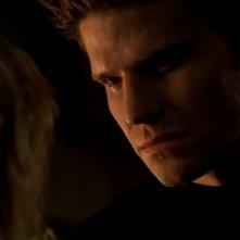 David Boreanaz in una sequenza dell'episodio 'Il giorno dell'Apocalisse' di Buffy - L'ammazzavampiri