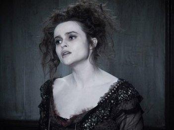 Helena Bonham Carter in una scena del film Sweeney Todd - il diabolico barbiere di Fleet Street