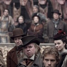Timothy Spall in una scena del film Sweeney Todd