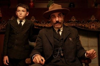 Daniel Day-Lewis e il piccolo Dillon Freasier in una sequenza de Il petroliere