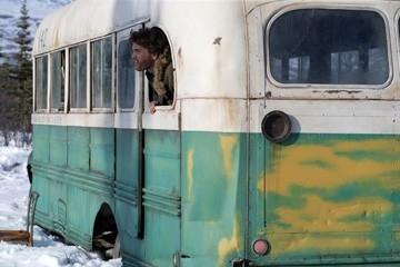 Emile Hirsch in una sequenza del film Into the Wild