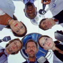 Il cast completo del medical drama Dr House: Medical division in una foto promozionale della prima stagione