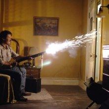 Josh Brolin in una scena del film Non è un paese per vecchi