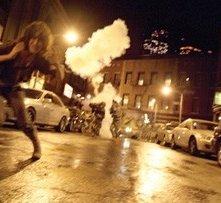 Lizzy Caplan in una sequenza di Cloverfield