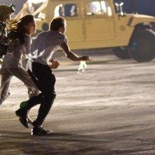 Michael Stahl-David e Odette Yustman in una scena di Cloverfield (2008)