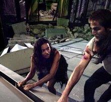 Michael Stahl-David, Odette Yustman e Jessica Lucas in una scena di Cloverfield
