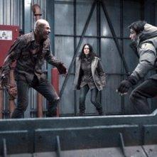 Andrew B. Stehlin, Amber Sainsbury e Josh Hartnett in una sequenza del film 30 giorni di buio