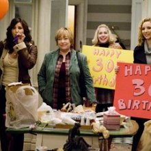 Gina Gershon, Kathy Bates, Nellie McKay and Lisa Kudrow in una scena del film P.S. I Love You