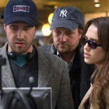 Jessica Alba con Xavier Palud e David Moreau sul set del film The Eye