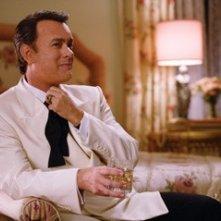 Tom Hanks in una scena della pellicola La guerra di Charlie Wilson