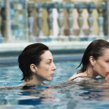 Elsa Zylberstein  e Kristin Scott Thomas in una sequenza di 'I've Loved You So Long'