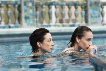 Elsa Zylberstein  e Kristin Scott Thomas in una sequenza di 'I've Loved You So Long'