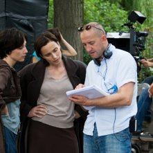 Elsa Zylberstein  e Kristin Scott Thomas sul set di 'I've Loved You So Long' con il regista Philippe Claudel